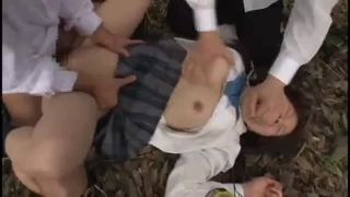野外で女子校生が強制レイプ!強姦にされ犯される屈辱